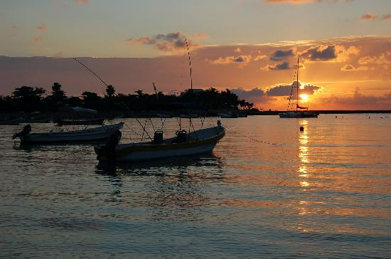 sunrise-ove-akumal-bay[1].jpg