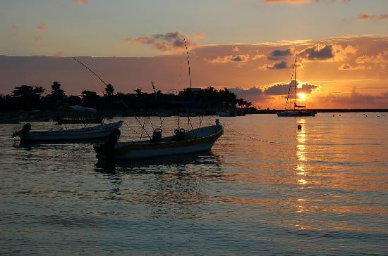 sunrise-ove-akumal-bay[1].jpg